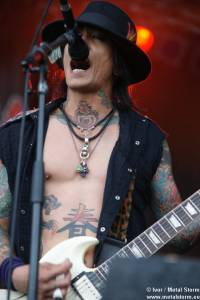 17:25 - Buckcherry - Buckcherry
